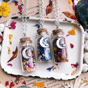 🌜🌸FLORA MOON🌸🌛 Boho dried flower necklace